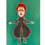 Sprællemand i karton -Spræller David Bowie (black outfit)